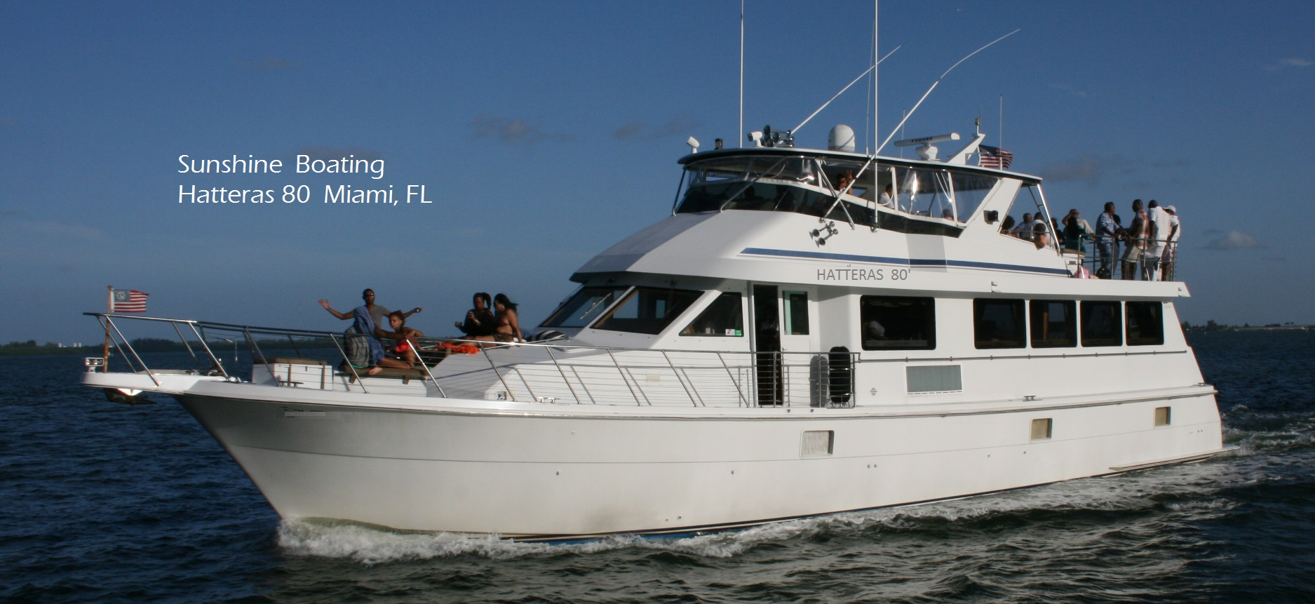 Party boat yacht rental in miami sunshine boating for 80 hatteras motor yacht