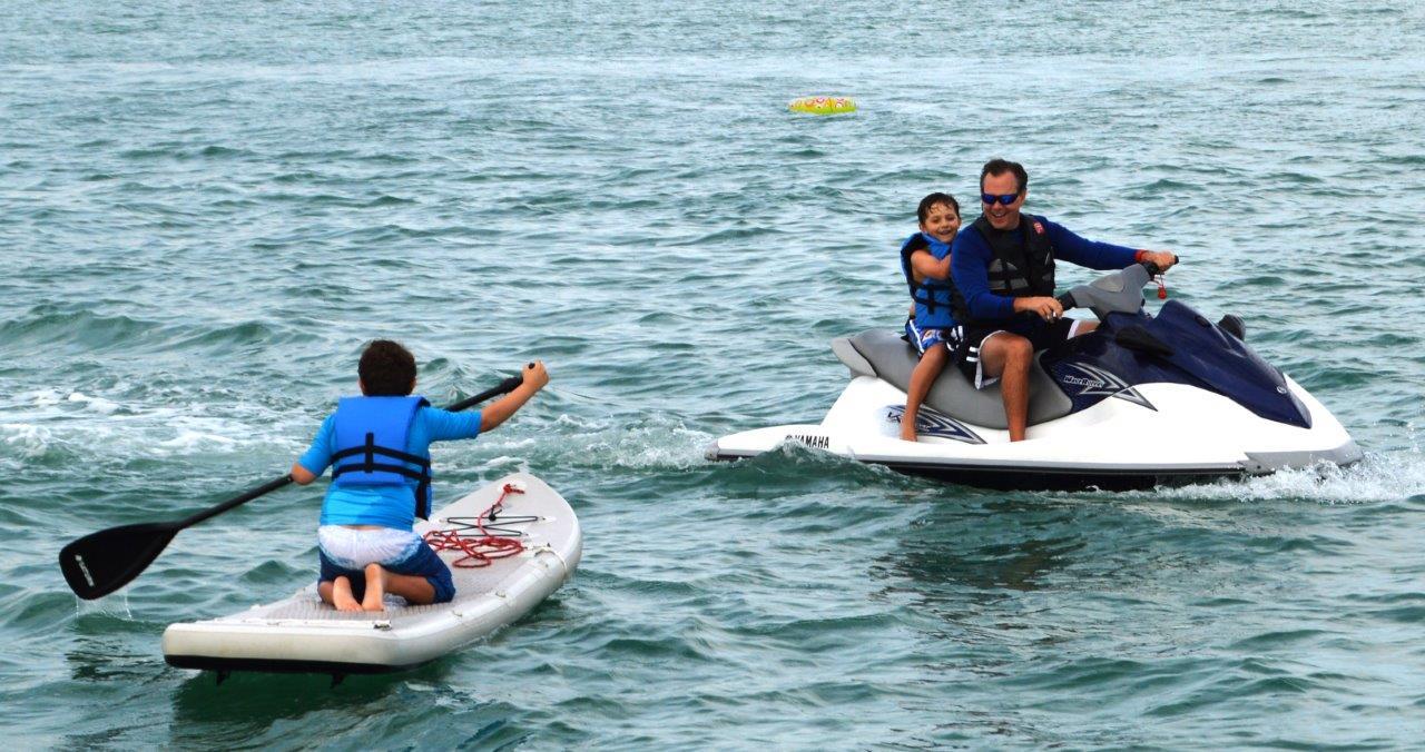 sunshine-boating-55-sea-ray-water-toys-3